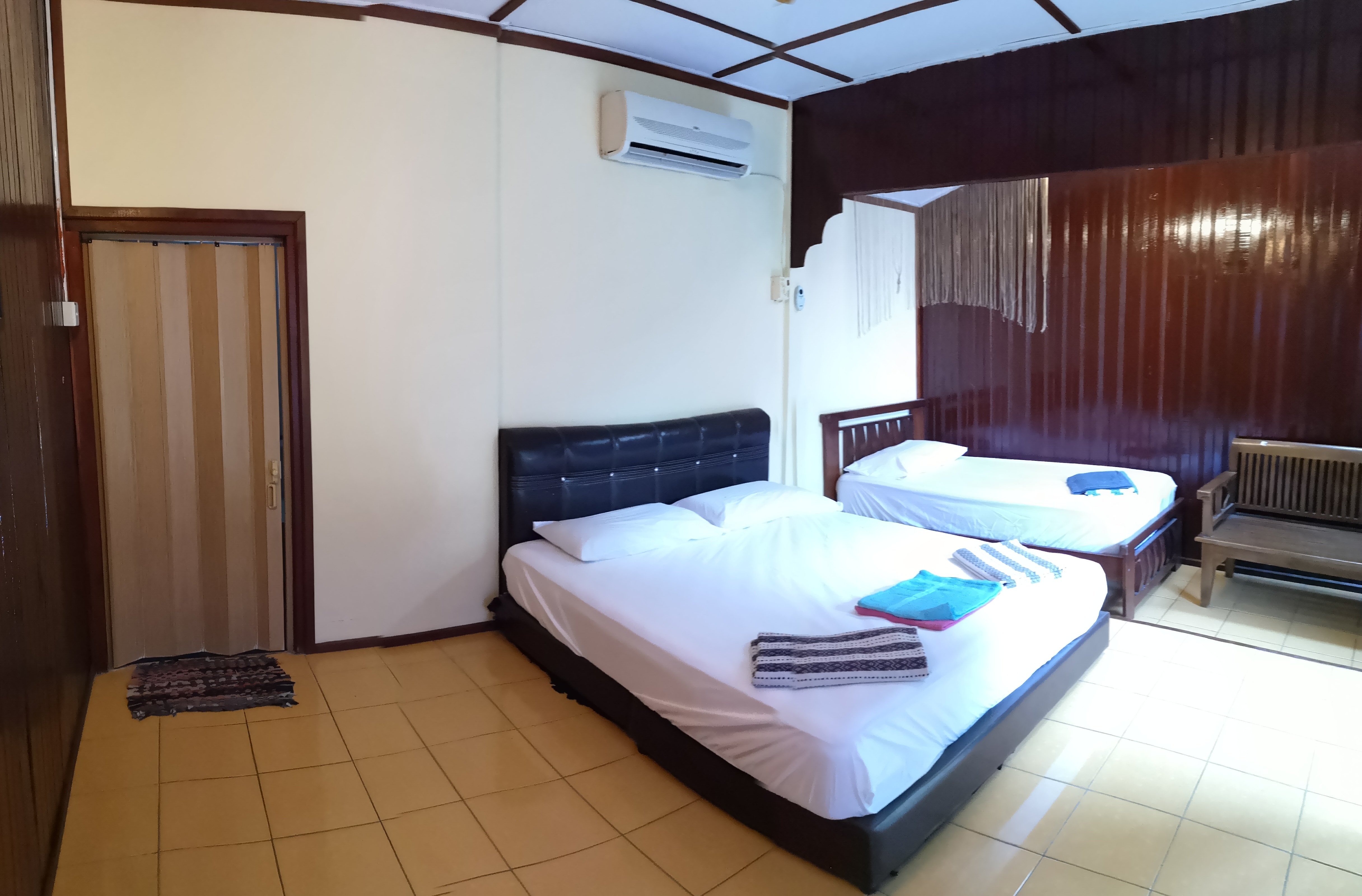 DOUBLE + SINGLE ROOM 2